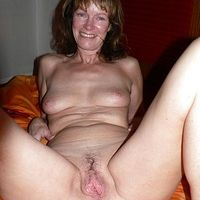 Horny Nude Mom